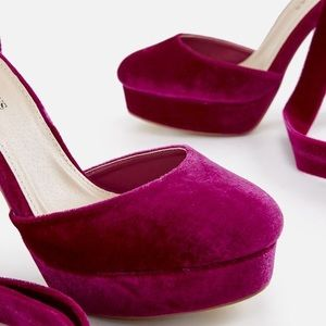 JustFab Shoes - JustFab Magenta Suade Pumps Size 6 Like New